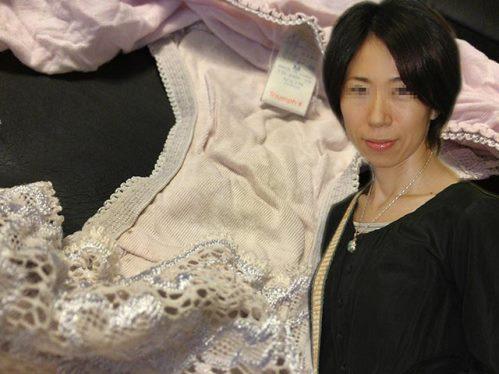 人妻介護士の着用ピンクパンティ画像