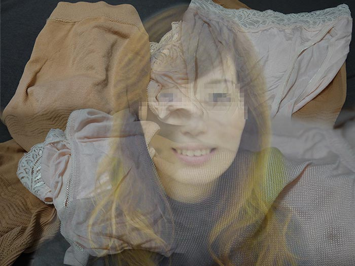 友達の母ちゃんのパンティで抜いたシミパン画像