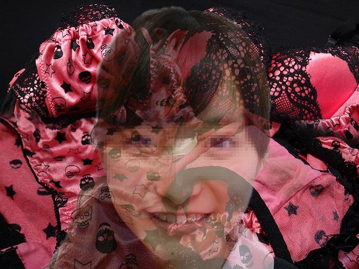 ランジェリーショップ店員のパンティ画像