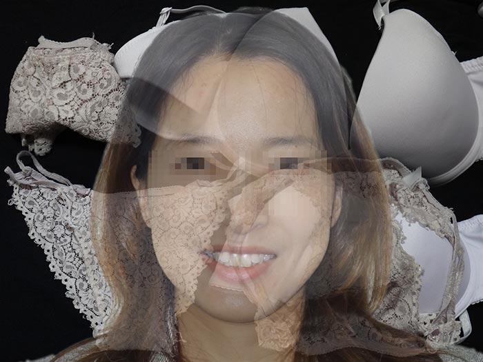 人妻のパンティを漁る画像